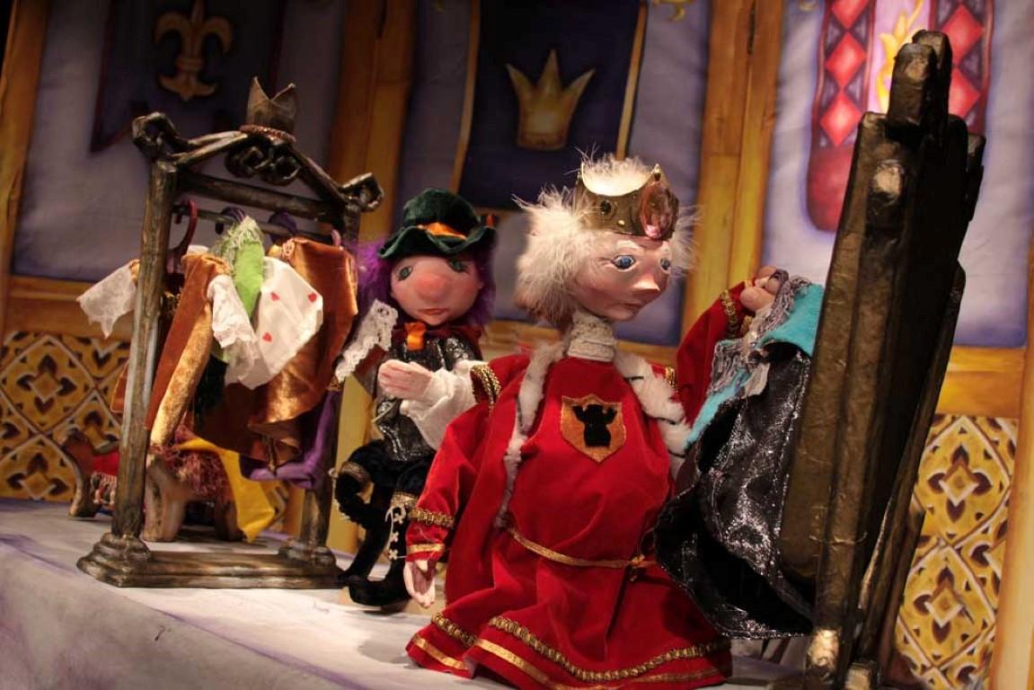 Resultado de imagen para el traje nuevo del rey omar
